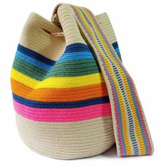 Special edition Wayuu bags are a blend of double thread and single thread bags. Free Crochet Bag, Crochet Shoes, Crochet Baby Hats, Tapestry Crochet Patterns, Unique Purses, Baby Girl Hats, Handmade Handbags, Crochet Woman, Crochet Handbags
