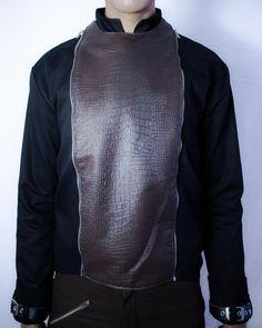 Distopia Collection - Jaqueta com frente de couro sustentável removível e capuz falso - Moda masculina e sustentável, para homens com estilo alternativo