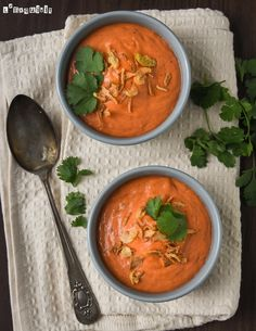 Crema thailandesa de tomate Family Meals, Thai Red Curry, A Food, Appetizers, Asian, Cooking, Ethnic Recipes, Soups, Health