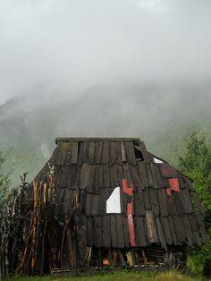 Cabin Porn: Shelter in Bučje, Serbia.