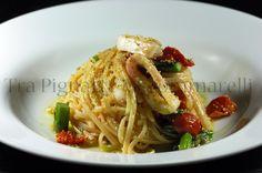 Le mie ricette - Linguine con calamari agli agrumi, asparagi croccanti, pomodorini disidratati, scorza di limone e mollica di pane al prezzemolo