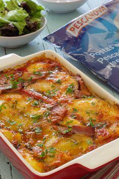 Cinco Quartos de Laranja: Pescada no forno com tomate e presunto Fish And Seafood, Lasagna, Curry, Cooking, Breakfast, Ethnic Recipes, Simple Fish Recipes, Desert Recipes, Stuffed Fish