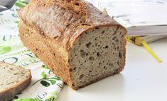 Zobacz mój przepis na domowy chleb na zakwasie - tak prosty, że nie może się nie udać. Jest pyszny, ma chrupiącą skórkę i piękny zapach. Bread Rolls, Banana Bread, Pancakes, Muffins, Food And Drink, Keto, Desserts, Recipes, Bakken