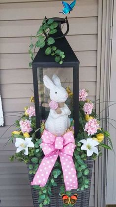 60 Outdoor Easter Decorations ideas which are colorful and egg-stra special - Hike n Dip 30+ Outdoor Easter Decorations ideas which are colorful and egg-stra special - Hike n Dip<br> Easter Outdoor decorations are the best way to bring in the Spring and Easter vibe in your home .Check out Outdoor Easter Decorations Ideas for Easter Party. Easter Party, Easter Wreaths, Tree Decorations, Outdoor Decorations, Xmas Tree, String Art, Easter Baskets, Diy Party, Own Home