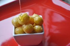 Loukoumades - Rezept | GuteKueche.at Greek Recipes, Tapas, Sweet Home, Fruit, Desserts, Food, Crepes, Ricotta, Breads
