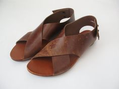 Beautiful hand made cross sandal made of brown leather. The sandal is made ofleather with different natural patterns on each shoe. Casual sandal for everyday life, great with trousers or a skirt. Every pair of shoes is part of a limited series and one of a kind. All shoes