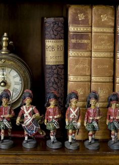 Enchanting ~ Small ~ Wonderfully detailed ~Vintage ~ soldiers