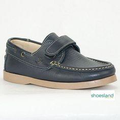 6343ba2a0 Los clásicos zapatos tipo náutico para niño de piel color marino con velcro  con la calidad