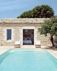 Modern Mediterranean Homes, Casa Patio, Backyard Pool Designs, Southern Italy, Stone Houses, Exterior Design, Architecture Design, Villa, House Design