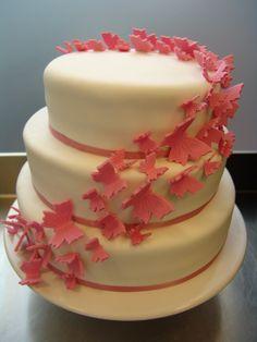 3-stöckige Schmetterlingstorte - ein Mädchentraum in rosa-weiß Butterfly-Weddingcake