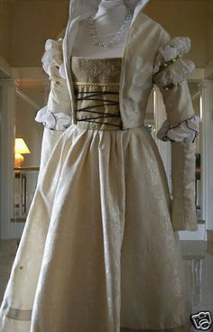 cranach gown. I want this as a wedding dress.. someday.. maybe :)