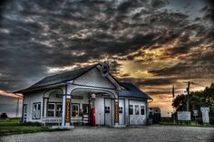 Old Gas Station Along Route 66 - Illinois