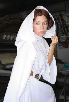Fiesta Star Wars con la Princesa Leia en Barcelona. La Guerra de las Galaxias  Leia cosplay