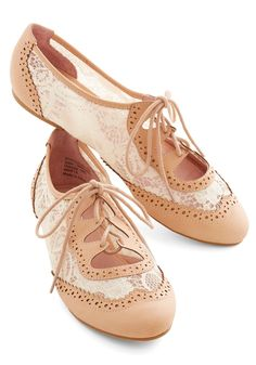Twee and Easy Flat in Blush. Youre feeling free as a bird and totally adorable as you stroll out the door in these Oxford flats! #pink #modcloth