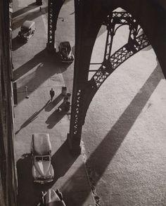 André Kertész West Street, New York, 1944 Andre Kertesz Andre Kertesz, Budapest, Vintage Photography, Street Photography, Art Photography, Inspiring Photography, Fotografia Pb, Old Photos, Vintage Photos