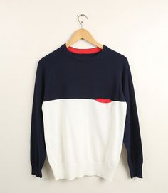 Stylish Round Neck Color Block One Pocket Long Sleeves Polyester Sweater