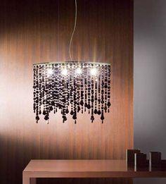 Lámpara de techo con cristales colgantes de distintas longitudes