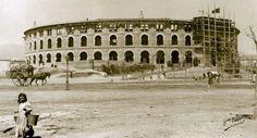 Construcción de la Plaza de Toros de las Arenas (Barcelona), inaugurada en 1900. A. Font.