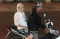 Sus 89 años y su bastón no le impiden recorrer el mundo (fotos)