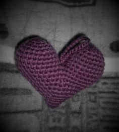 Amigurumi Heart 3D. Free pattern used: http://owlishly.typepad.com/owlishly/2009/02/corazoncitos-free-amigurumi-heart-pattern-in-3-sizes.html
