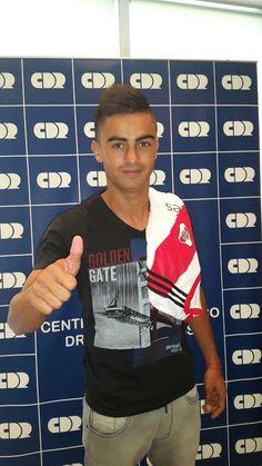 Ya no hay dudas, Pity Martínez es nuevo jugador de #River. La primera foto. Pasó la revisión y firmará por 4 años. Mens Tops, Carp, Amor, Champs, Sports, Common Carp
