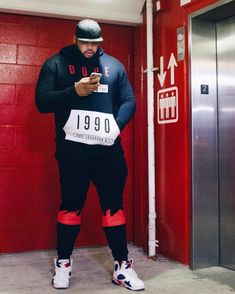 Khyree Watts spent 20 years in prison for a crime he did protecting a… Chubby Men Fashion, Large Men Fashion, Men's Fashion, Outfits For Big Men, Big And Tall Style, Gorgeous Black Men, Beautiful, Plus Size Men, Well Dressed Men