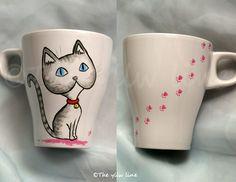 THE YLLW LINE: Tazas de gatos pintadas a mano Crazy Cat Lady, Crazy Cats, Diy And Crafts, Arts And Crafts, Mug Art, Hand Painted Mugs, Cat Room, Cup Design, Cat Jewelry