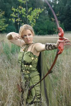 Cosplay would be slightly improved by knowing how to draw correctly, and by not risking piercing your own finger. >> cosplay by ~IanaZavi on deviantART Bow Hunting Women, Bow Hunting Tips, Archery Girl, Archery Bows, Warrior Girl, Fantasy Warrior, Elf Cosplay, Human Poses Reference, Recurve Bows