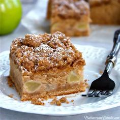 Apple Cinnamon Crumb Cake - the best crumb cake filled with warm spices, apples, and topped with a serious amount of crumb! | ButtercreamBlondie.com