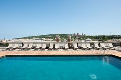 Terraza con vistas panorámicas sobre #Barcelona  www.hoteles-catal...