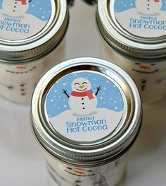 Give melted snowman hot chocolate in jars this Christmas! Hot cocoa mix and marshmallows transform into a cute DIY Snowman Craft and gift. #DIYGifts #ChristmasGifts #HotChocolate