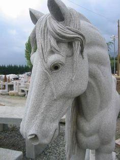 Scultura in pietra monolitica, grandezza naturale, pezzo unico Visionabile in sede senza impegno