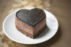 A luxurious chocolate mousse cake decorated with gold dust on a gold. Heart Shaped Chocolate, Chocolate Mousse Cake, Cupcakes, How Sweet Eats, Plan Your Wedding, Biscotti, Cake Decorating, Deserts, Food And Drink