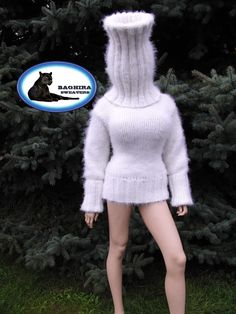 hand-knitted products and luxury yarns Fluffy Sweater, Angora Sweater, Gros Pull Mohair, Mini Robes, Red T, Polo Neck, Sweater Outfits, Knit Dress, Mantel