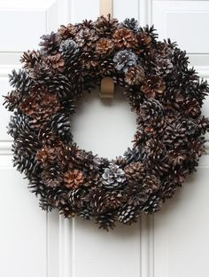 Decorating Home Interiors Catalog 2015 Pinecone Christmas Lights Gaudy Christmas Decorations 570x754 Classy Outdoor Christmas Tree With Pinecones Decorations
