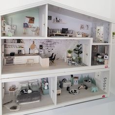 Dollhouse Kitchen Details - Part I Dollhouse Kitchen Details - Part I Mini Doll House, Toy House, Barbie Doll House, Barbie Furniture, Dollhouse Furniture, Modern Dollhouse, Diy Dollhouse, Diy Furniture Table, Doll House Crafts