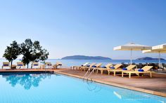 Do you want crystal clear pool water? Read this article to find out how to get it! Luxury Swimming Pools, Luxury Pools, Hotel Pool, Hotel Spa, Us Travel, Places To Travel, Skiathos, Travel Expert, United Airlines