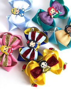 Nenhuma descrição de foto disponível. Hair Ribbons, Diy Hair Bows, Diy Bow, Ribbon Hair, Ribbon Bows, Baby Girl Headbands, Baby Bows, Disney Bows, Hair Bow Tutorial