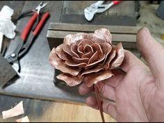 Metal Roses, Metal Flowers, Wooden Roses, Copper Art, Copper Rose, Copper Decor, Metal Sculpture Artists, Sculpture Ideas, Art Sculptures