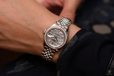 Rolex at Baselworld 2017 Rolex Lady-Datejust, steel, white gold, diamonds with mother-of-pearl dial Cartier Watches Women, Rolex Watches, Cool Watches, Watches For Men, Rolex Women, Rolex Oyster Perpetual, Rolex Datejust, Rolex Gmt, Luxury Watches
