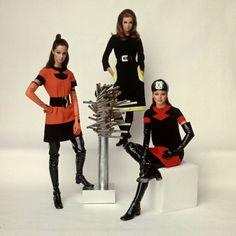 Models Wearing Fashions Designed by Pierre Cardin Lámina fotográfica de primera calidad