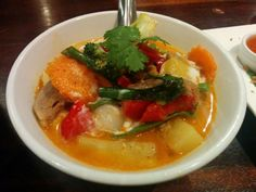 Red curry w/ duck - A: 3 B: 3