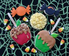 Why do I LOVE cookies that look like other foods. Here are some adorable caramel apples, popcorn and candy corn for autumn! Crazy Cookies, Fall Cookies, Iced Cookies, Cut Out Cookies, Cute Cookies, Holiday Cookies, Cupcake Cookies, Cookies Et Biscuits, Baking Cookies