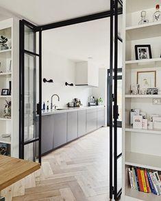 Flur Design, Küchen Design, House Design, Room Divider Doors, Partition Door, Glass Room Divider, Kitchen Room Design, Home Living Room, Home Renovation
