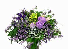 Bouquet with clematis, lisianthus, limonium,  silvergirland, hebe http://holmsundsblommor.blogspot.se/2014/08/blalila-bukett.html