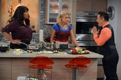 """Emily Osment """"Young & Hungry"""" trailer!"""