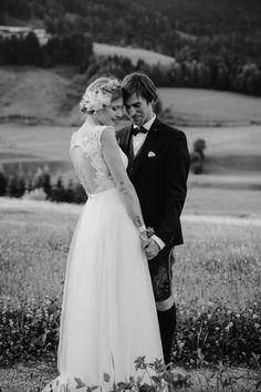 Hochzeit in Österreich I Wedding I Couple I Mountain I HannesundSusanne Photography Mountain, Couples, Wedding Dresses, Photography, Fashion, Wedding, Bride Gowns, Wedding Gowns, Moda
