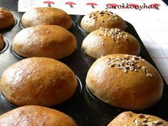 Sarokkonyha: Reggeli zsemle muffin formában sütve Torte Cake, Winter Food, Bread Recipes, Hamburger, Food To Make, Muffins, Sandwiches, Goodies, Food And Drink