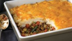 When you're in the mood for a meaty, savory comfort-food nothing comes close to Shepherd's Pie Macaroni Pie, Macaroni And Cheese, Bajan Recipe, Creamed Potatoes, Baked Potatoes, Easy Shepherds Pie, Southern Banana Pudding, Steamed Sweet Potato, Rice Krispie Treats