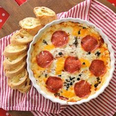 Hot Pizza Dip - perfect for a potluck impaired person. Like me. Looks yummy. - Make with Tastefully Simple's Warm Pizza Dip. Pizza Dip Recipes, Appetizer Recipes, Snack Recipes, Cooking Recipes, Appetizer Ideas, Party Recipes, Healthy Recipes, Tapas, Best Party Food
